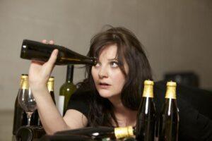 Первый признак алкоголизма у женщин